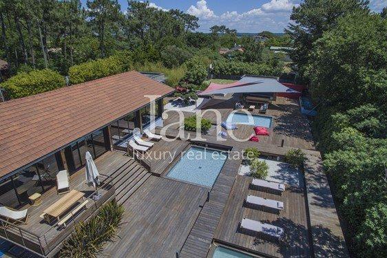 Amazing contemporary villa in \