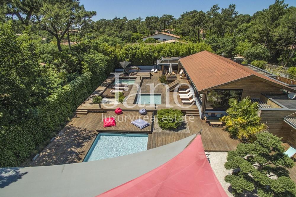 Contemporary villa in Cap Ferret, 44 hectares neighborhood